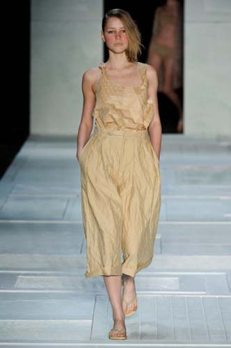 wood fabric dress - start up fashion business resource