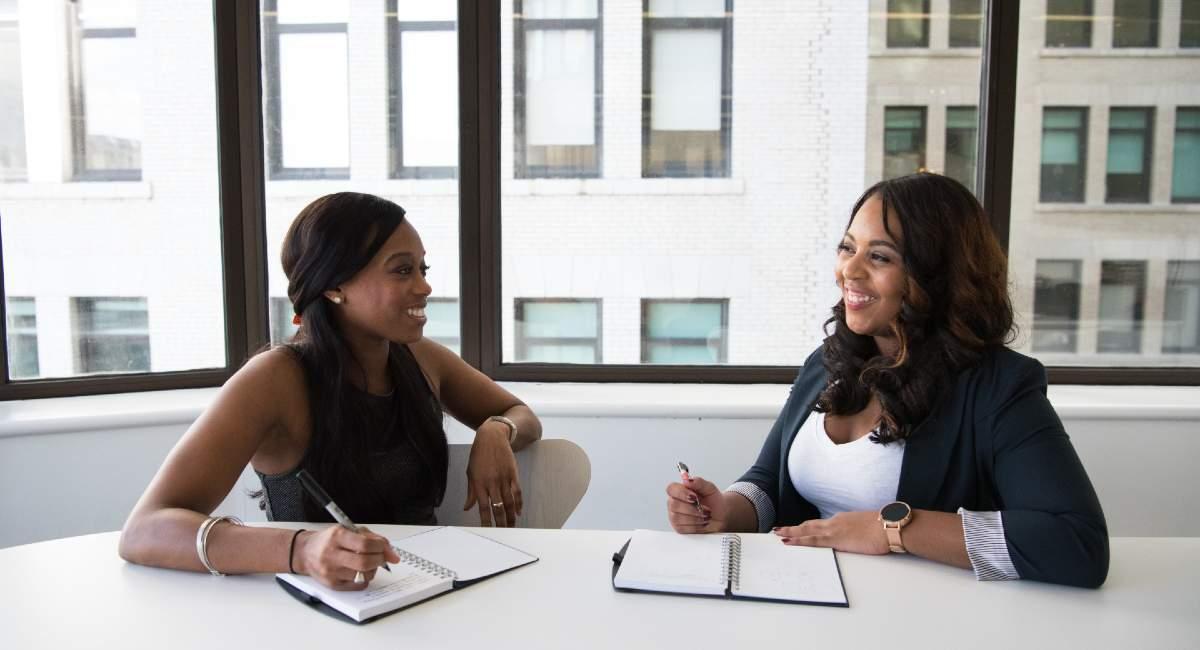hire fashion team meeting