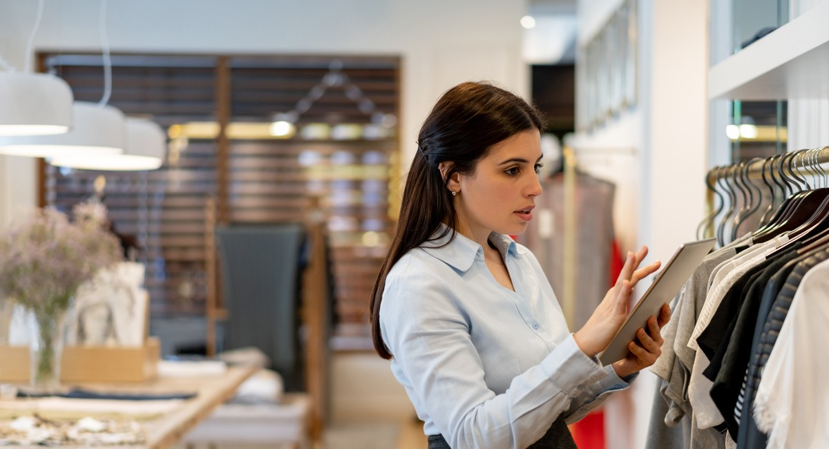 how to manage excess inventory fashion business